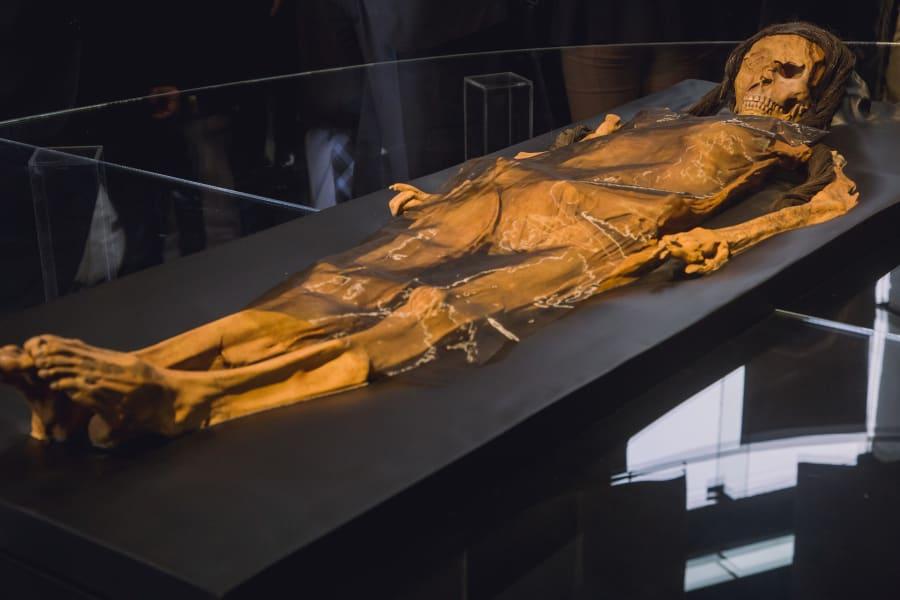 moche lady cao skeleton