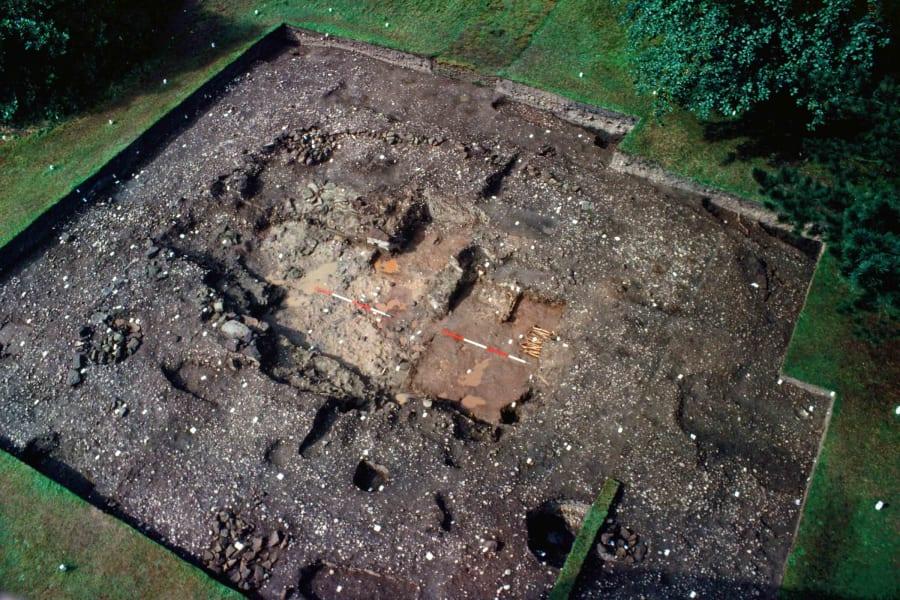 06 repton viking burial site