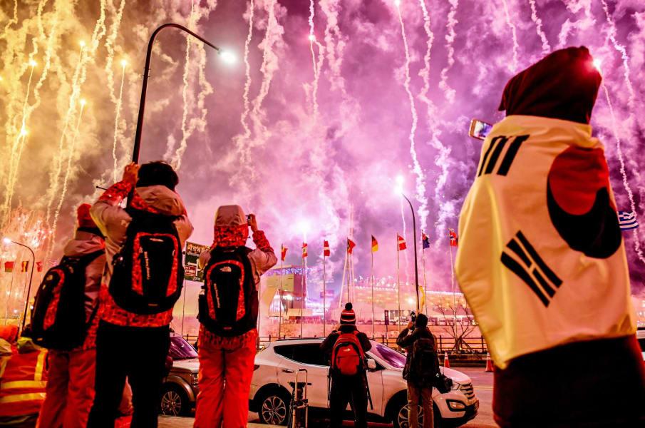 08 olympics unfurled 0209