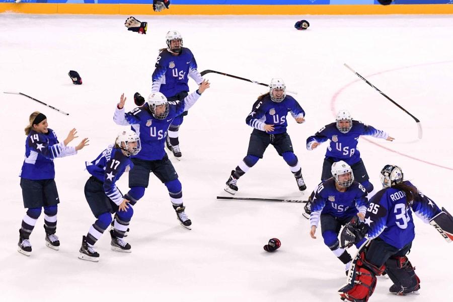 25 winter olympics 0222 USA hockey win