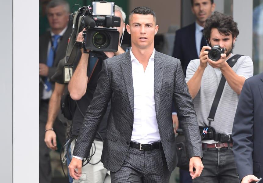 Cristiano Ronaldo Juventus signing 3
