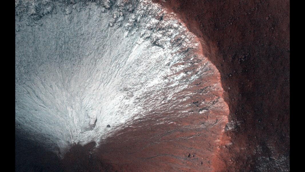11 mars best moments MRO-HIRISE-Mars-Crater-Seasons-Slope-Changes-PIA19139