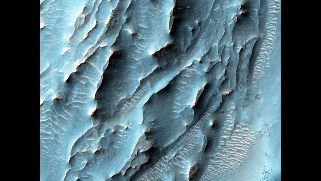 12 mars best moments mars-mro-orbiter-gale-crater-HiRISE-ESP_043961_1740-PIA20167