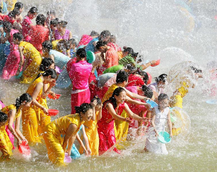 water splashing festival on Lancan-Mekong