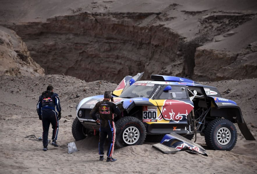 dakar rally sainz crash