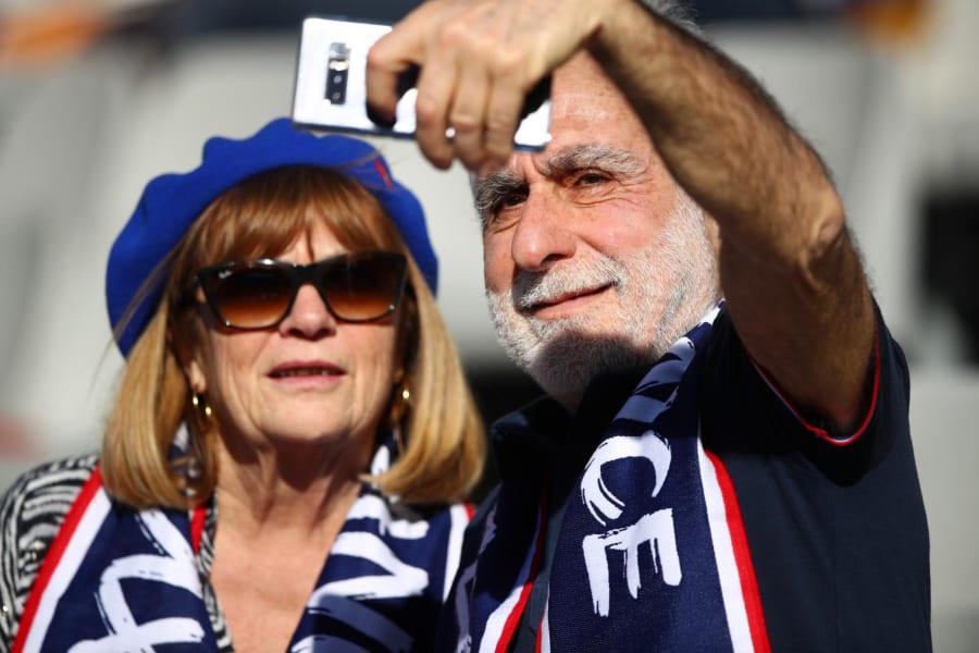 Six Nations France fans selfie