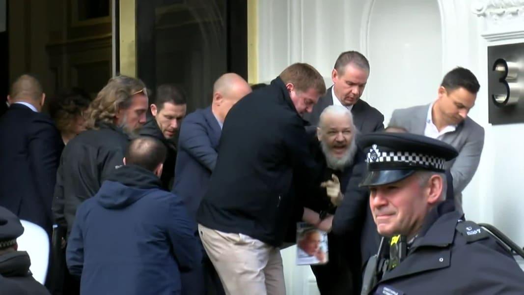04 assange arrest 0411