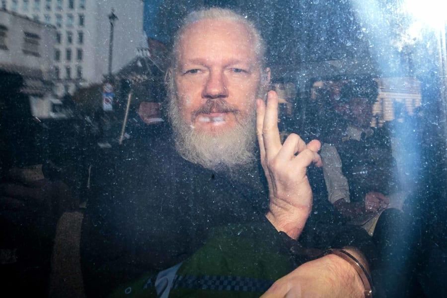 08 assange arrest 0411
