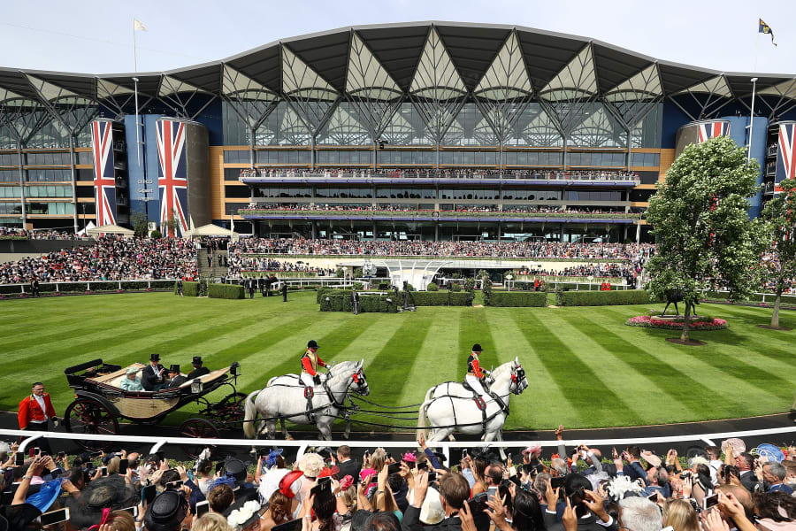 Royal AScot general view straight mile