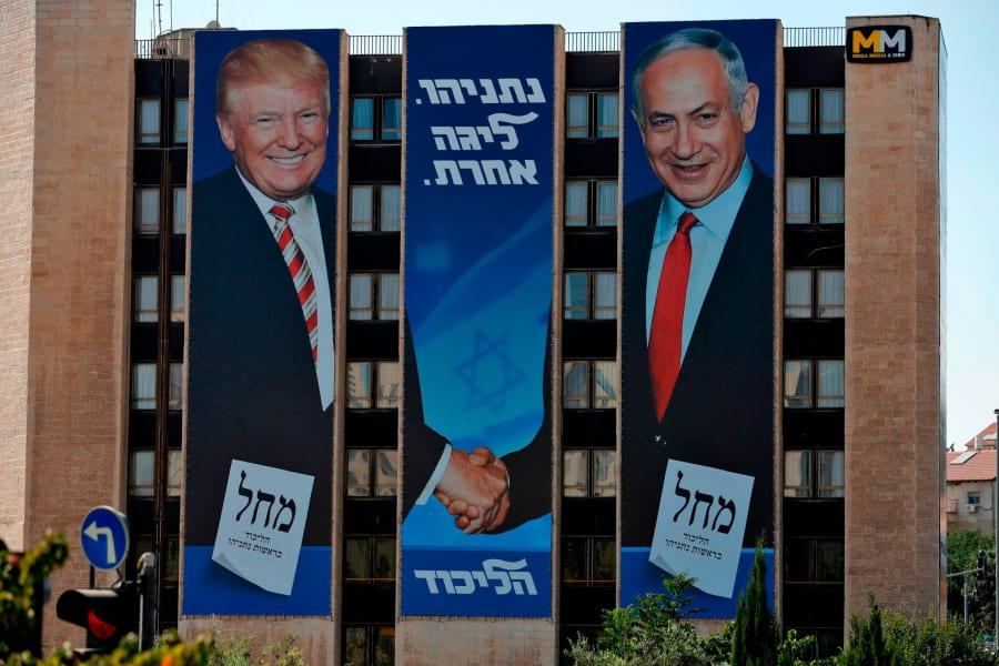 benjamin netanyahu trump banners 09042019