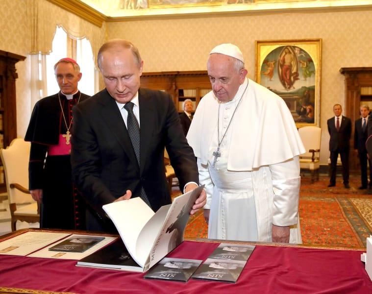 01 putin pope