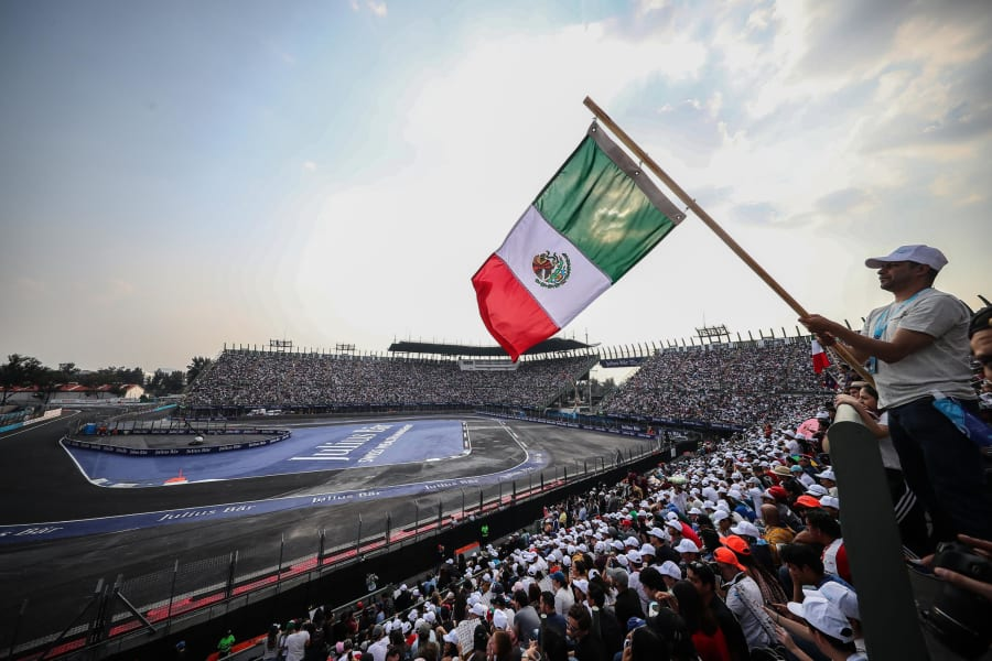 Formula E Mexico 2020 flag crowd