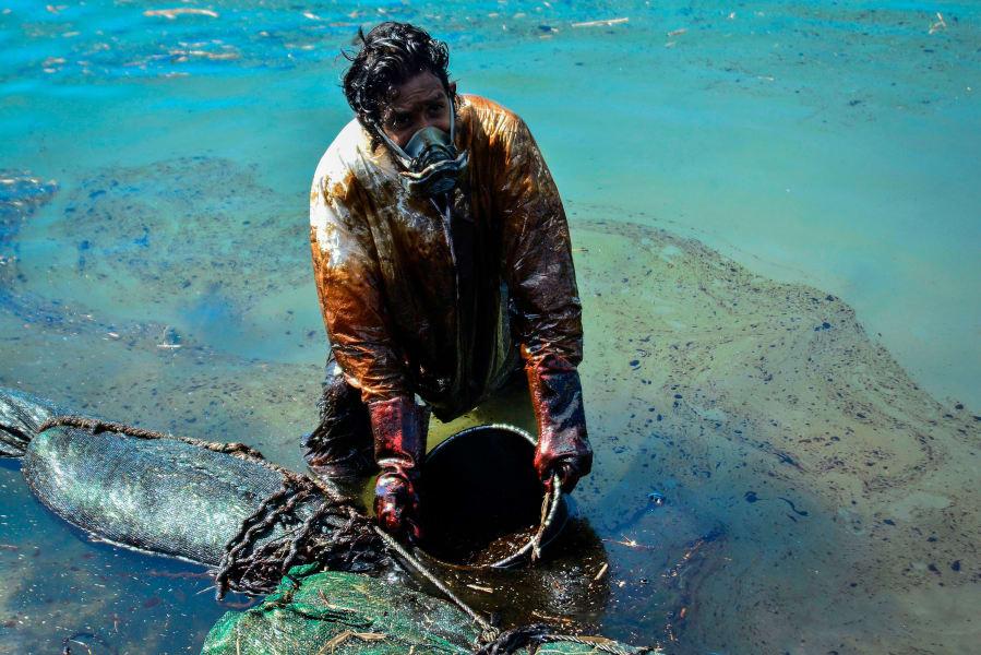 09 mauritius oil spill