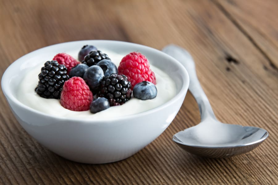 01 foods to help you sleep YOGURT STOCK