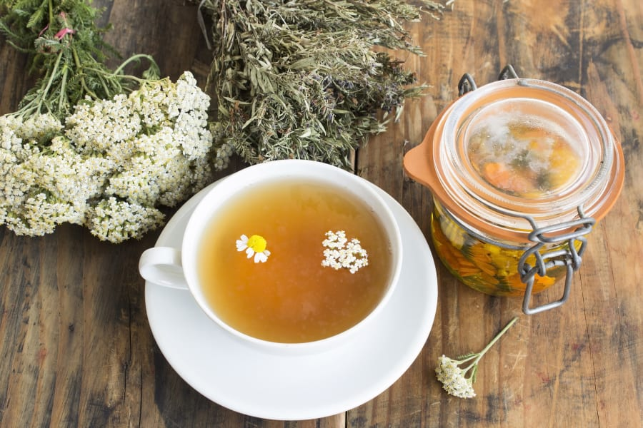 05 foods to help you sleep CHAMOMILE STOCK