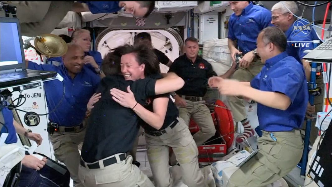 02 spacex crew dragon iss 0424