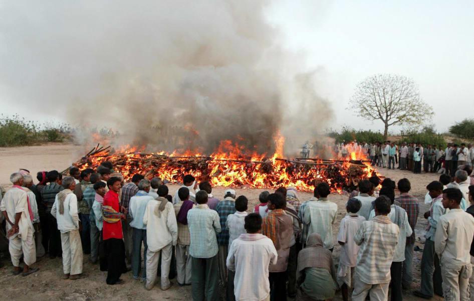 https:%2F%2Fcdn.cnn.com%2Fcnnnext%2Fdam%2Fassets%2F110902014151-india-funeral-pyre.jpg