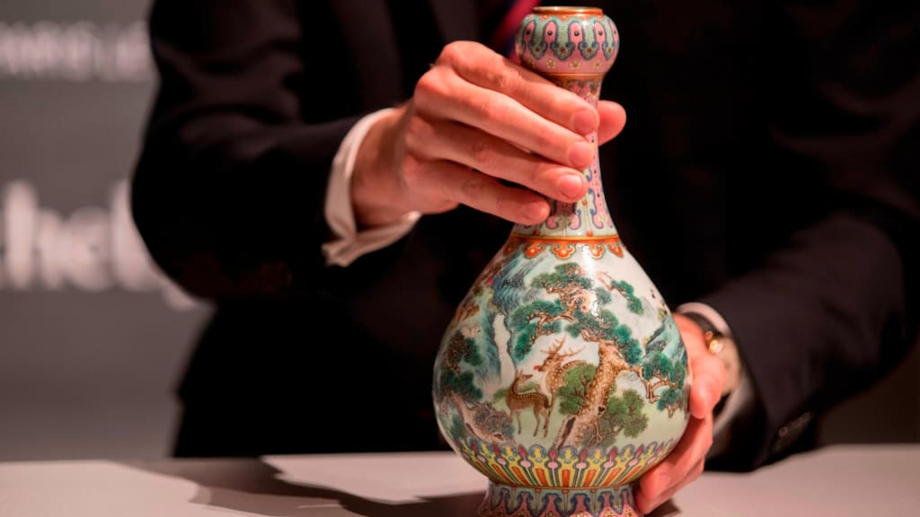 Qing Dynasty Vase Found In Attic Sells For 19 Million Cnn Style