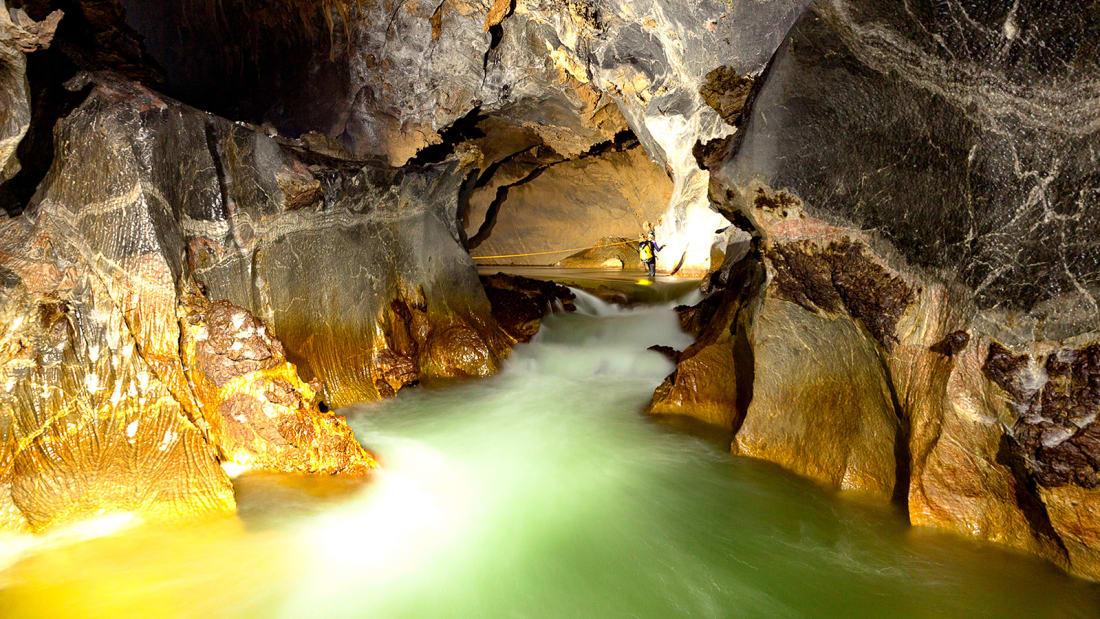 Hang Son Doong 9Rao-Thuong-River