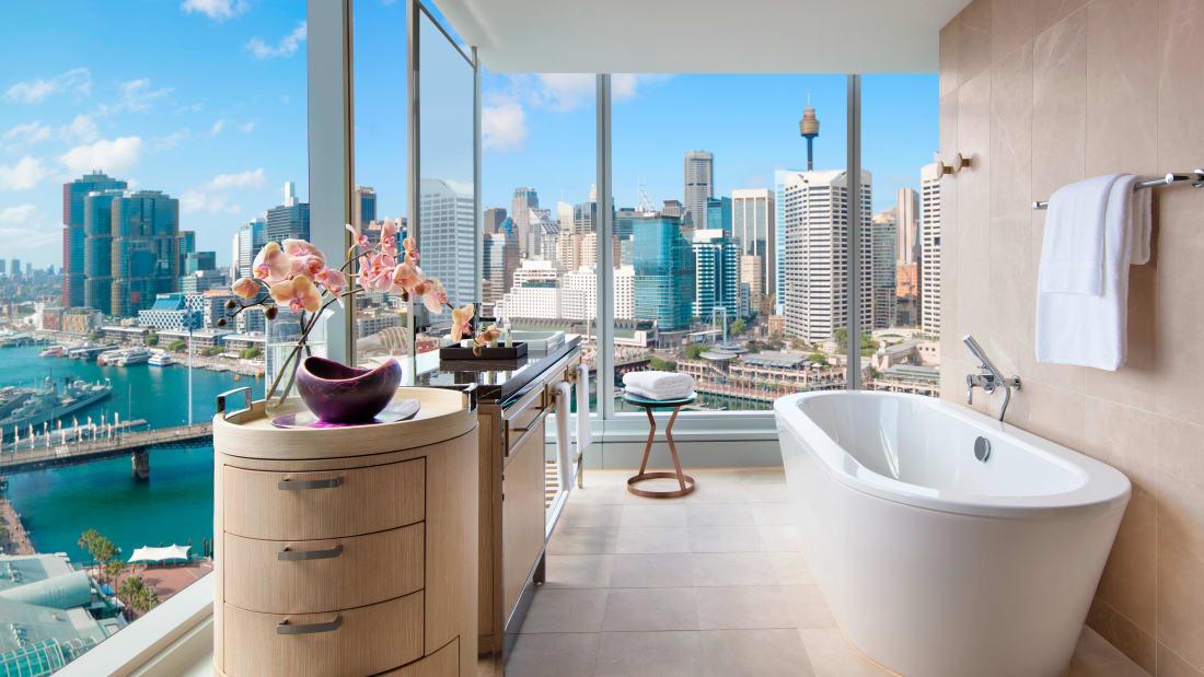 01 best hotel bathtubs