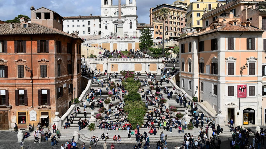 Tourists sit on the Rome's Spanish Steps in Rome on May 4, 2019. (Photo by Vincenzo PINTO / AFP)        (Photo credit should read VINCENZO PINTO/AFP/Getty Images)