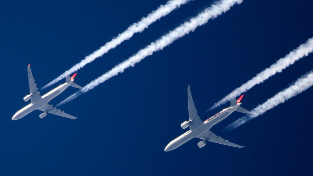 Scientists say that reducing contrails can seriously impact the level of impact flying has on the environment.