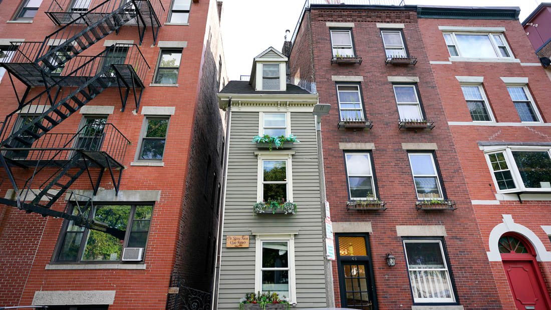 Boston's 'Skinny House,' sold for more than $1.2 million Http%3A%2F%2Fcdn.cnn.com%2Fcnnnext%2Fdam%2Fassets%2F210918140155-01-boston-skinny-house-sold-restricted