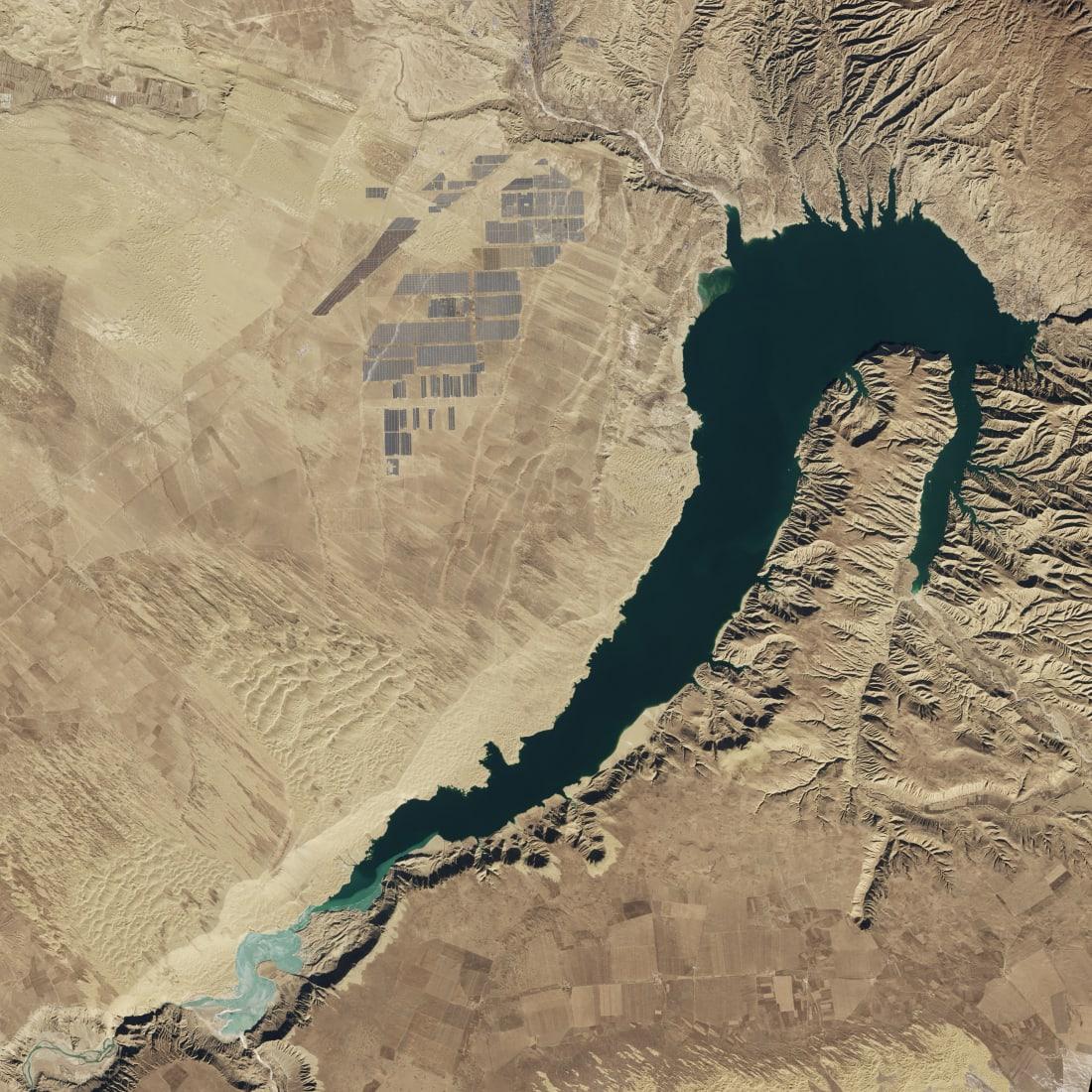 Longyangxia Dam Solar Park China