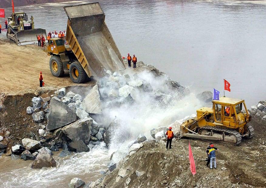 27 three gorges dam 2002