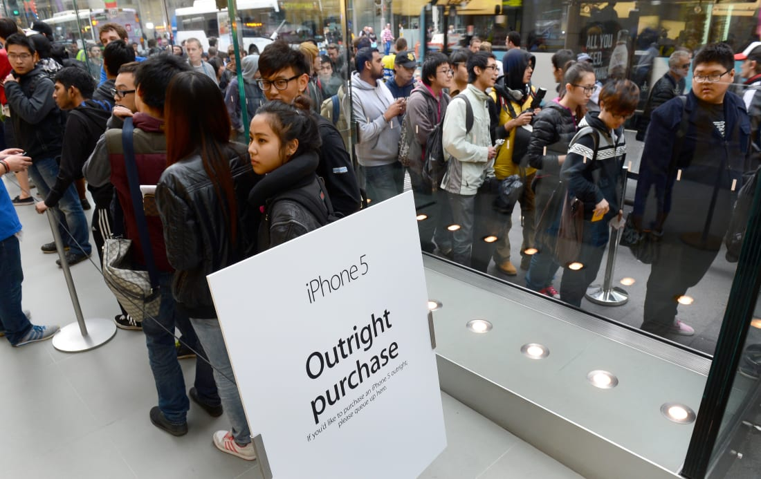 A sign at an Apple store in Sydney separates people who intend to buy an iPhone outright from those who want to buy it on a plan.