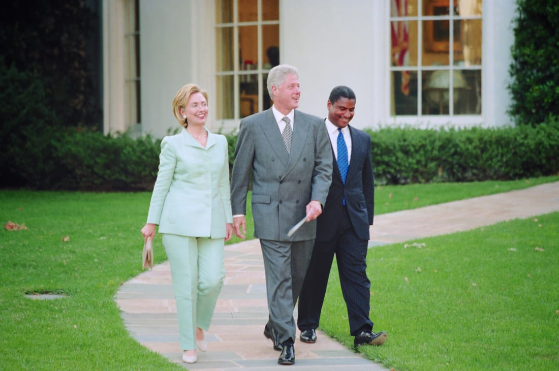 Hillary and Bill Clinton leave the White House after the Democratic Business Leaders event in September 1998.