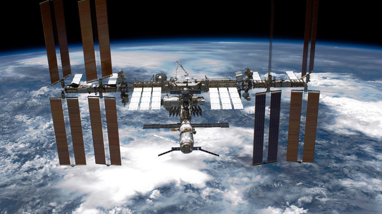 Yulia Peresild akan melakukan perjalanan ke Stasiun Luar Angkasa Internasional pada bulan Oktober untuk membuat film tentang seorang ahli bedah yang pergi ke luar angkasa untuk merawat seorang kosmonot