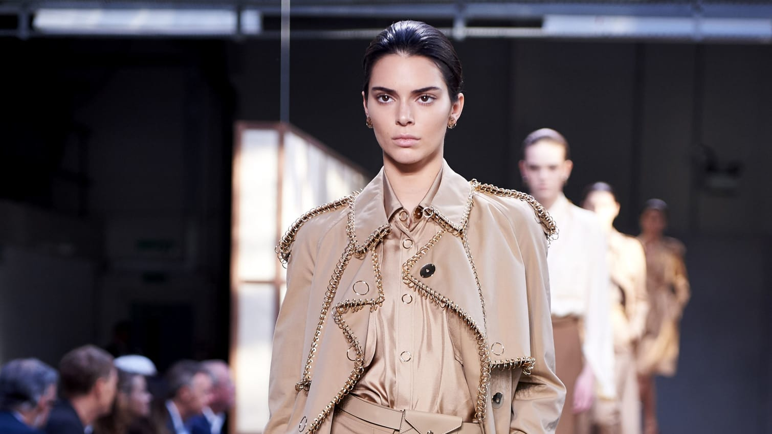 Kendall Jenner camina en Burberry durante la London Fashion Week en Londres el 17 de septiembre de 2018.