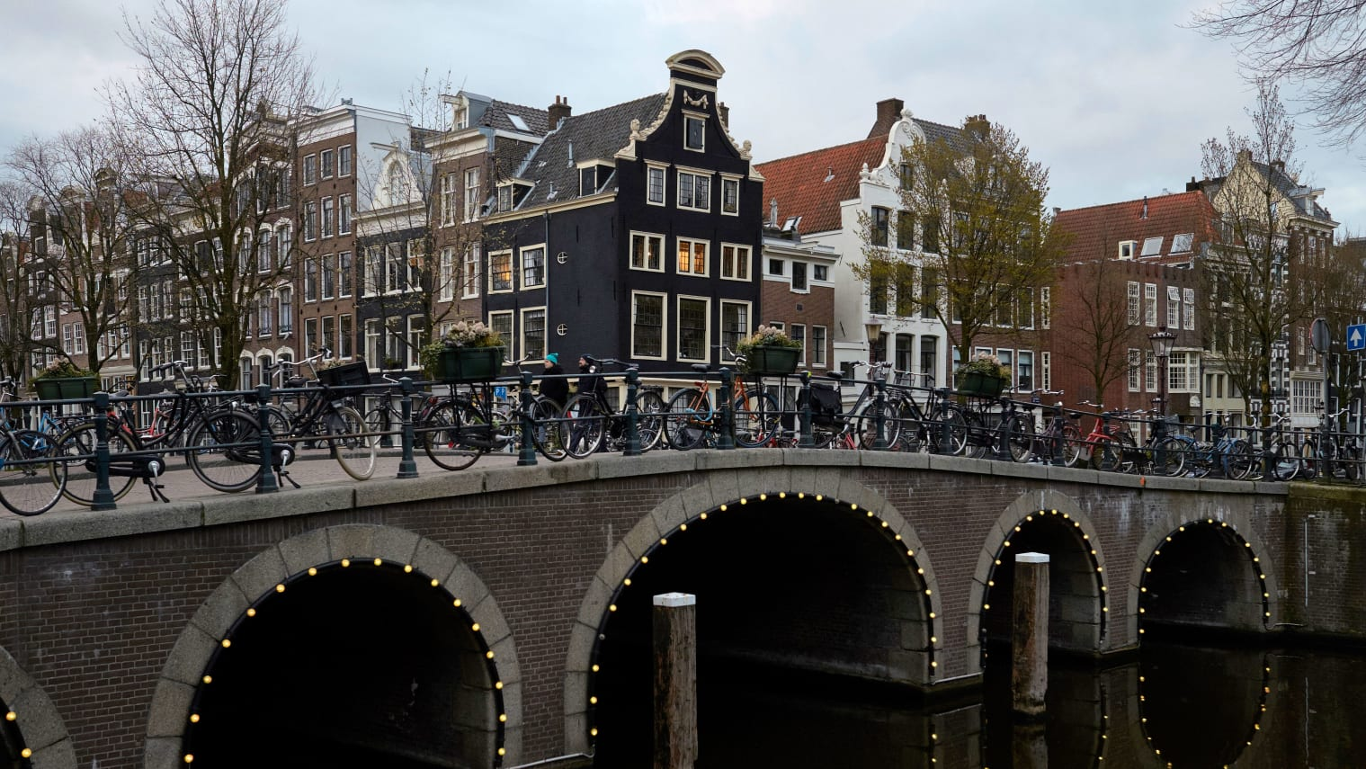 AMSTERDAM, NETHERLANDS - APRIL 1: A bridge is seen amid the coronavirus (COVID-19) pandemic on April 1, 2020 in Amsterdam, The Netherlands. The number of confirmed coronavirus (COVID-19) cases in The Netherlands has risen to at least 13614, with 1173 deaths according to reports from Dutch officials. (Photo by Pierre Crom/Getty Images)