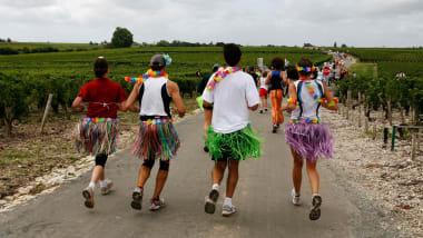 meilleur service 451af 560fd Marathon du Medoc: France's long-distance drinking race ...