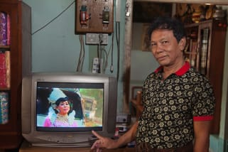 How spirit mediums blur gender lines in Southeast Asia - CNN