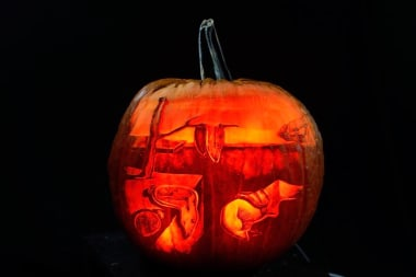 Halloween Movie Pumpkin Drawing.Pumpkin Carving Art Maniac Artists Create Intricate Masterpieces
