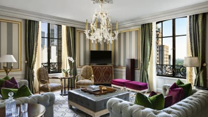 08 Aaa Five Diamond Royal Suite At The St Regis New York Living Room