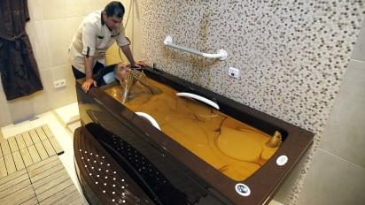 At Naftalan Resort In Azerbaijan Guests Bathe In Crude Oil Cnn Travel