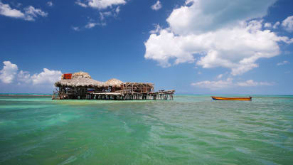 This Floating Bar In The Caribbean Sea Is Looking For A Bartender
