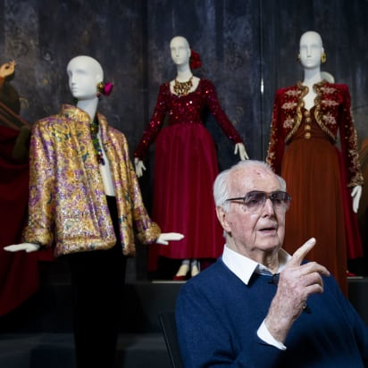 Hubert De Givenchy Famed Fashion Designer Dies Cnn Style