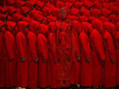 Liu Bolin's homemade invisibility cloak - CNN Style