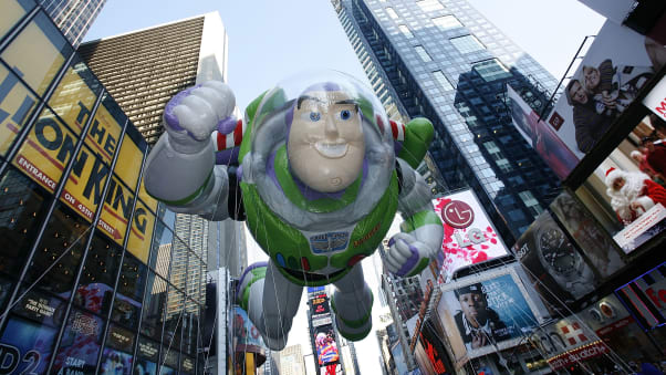 25 macy's parade balloons RESTRICTED