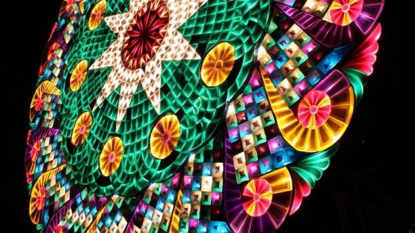 lanterna di Natale gigante delle Filippine verticale