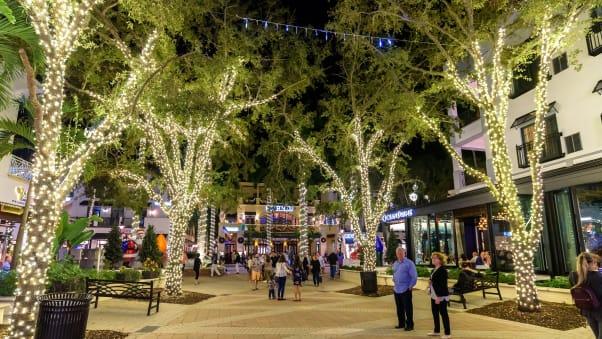 Napoli, in Florida, ha spesso alcune delle temperature più calde negli Stati Uniti continentali durante il periodo natalizio.