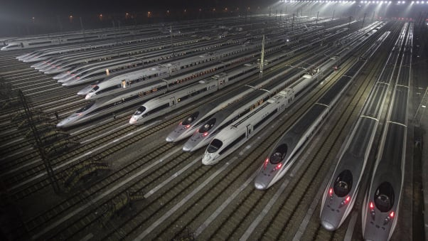 With 37,900 kilometers of lines, China has the world's largest network of high-speed railways.
