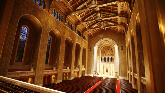 New York's Temple Emanu-El is one of the largest Jewish temples in the world.