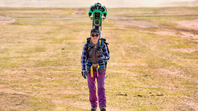Ariantuul, a Google Trekker operator, has climbed Mongolia's 1,600-meter Khar Zurkh Uul mountain with the 18-kilogram (40 pounds) contraption strapped to her back.