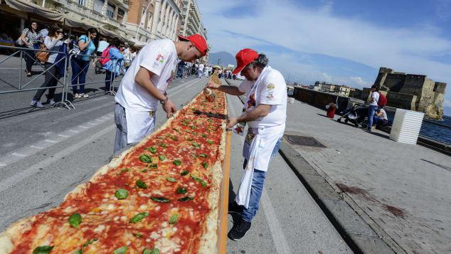 ナポリタンのピザはいつもそれほど大きくはありませんが、どんなサイズでもおいしいです。