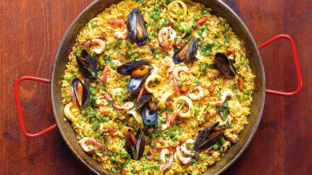 essential spanish dish Paella-phaidon
